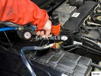 Kühlsystem-Vakuum-Füllgerät QuickFill Pistolenform mit Konusaufsatz im Koffer